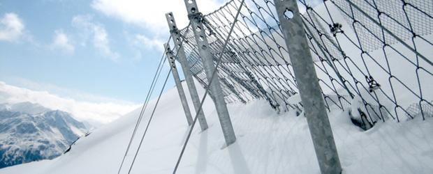Лавино-защитни съоръжения от въжени мрежи