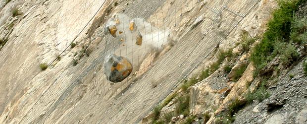 Хибридни прегради за защита от падащи камъни
